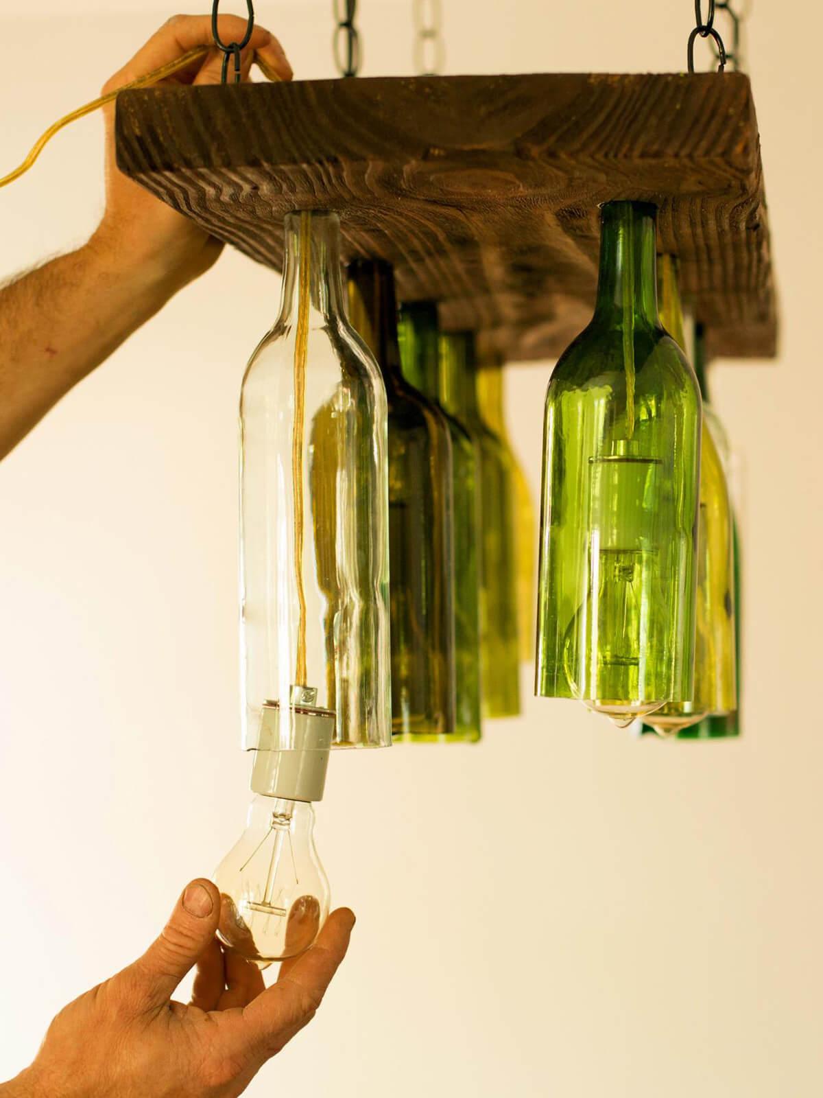 manualidades para reciclar botellas de vino 14