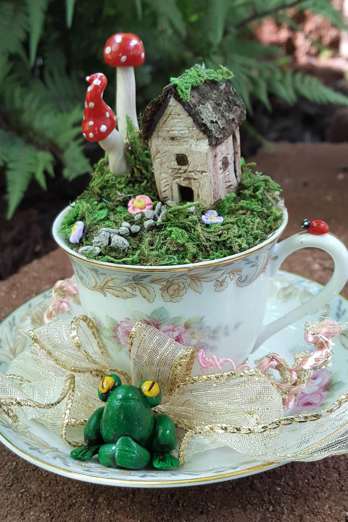 Encantadores Mini Jardines en Tazas de Té