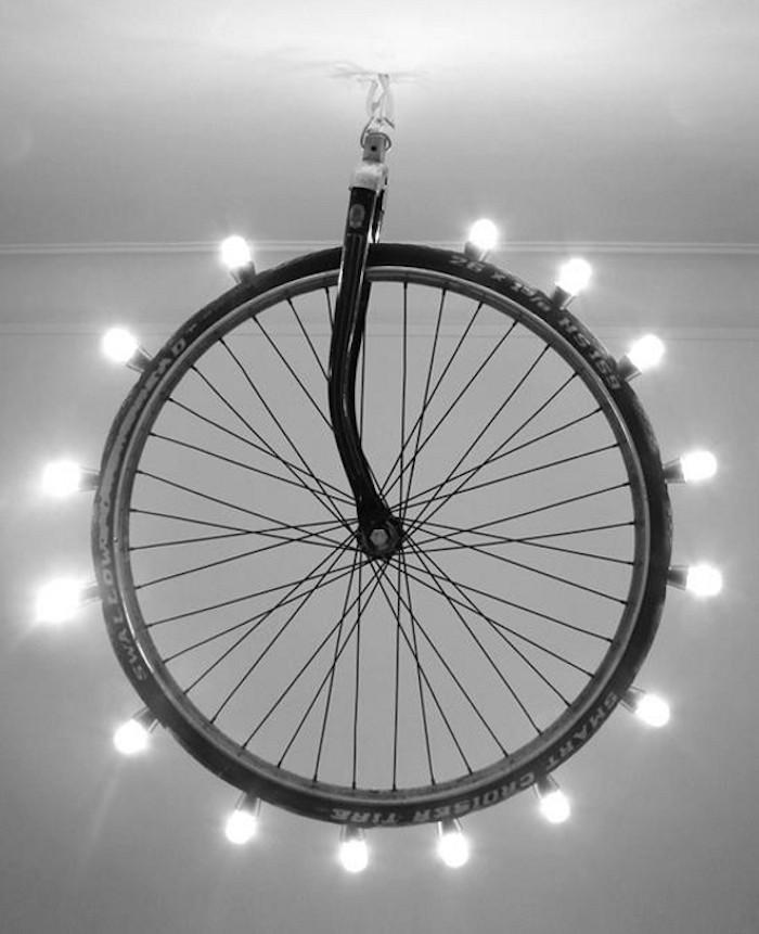 Maneras de Reutilizar las Ruedas de Bicicleta en la Decoración del Hogar